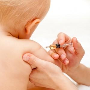 fotolia_18220636_vaccin_enfant